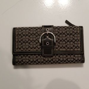 BRAND NEW CONDITION COACH WALLET